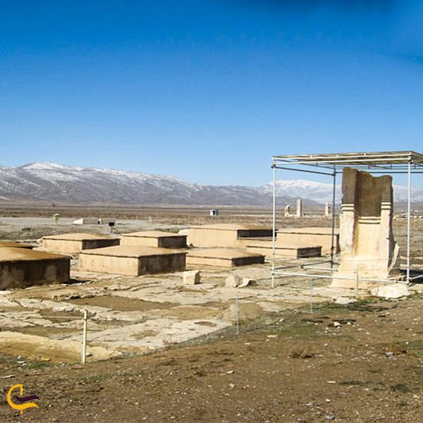 تصویری از کاخ دروازه پاسارگاد