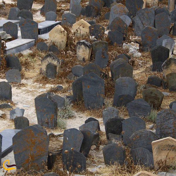 تصویری از گورستان سفید چاه گلوگاه