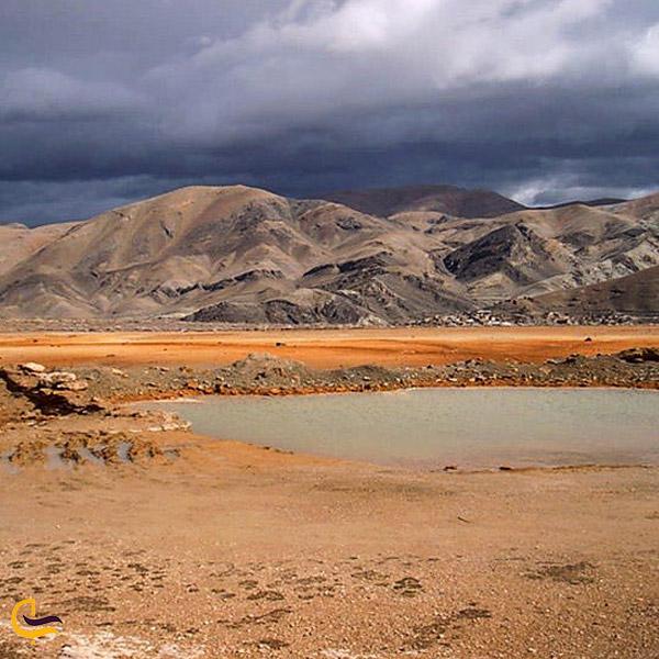 تصویری از چشمه آبگرم گراو
