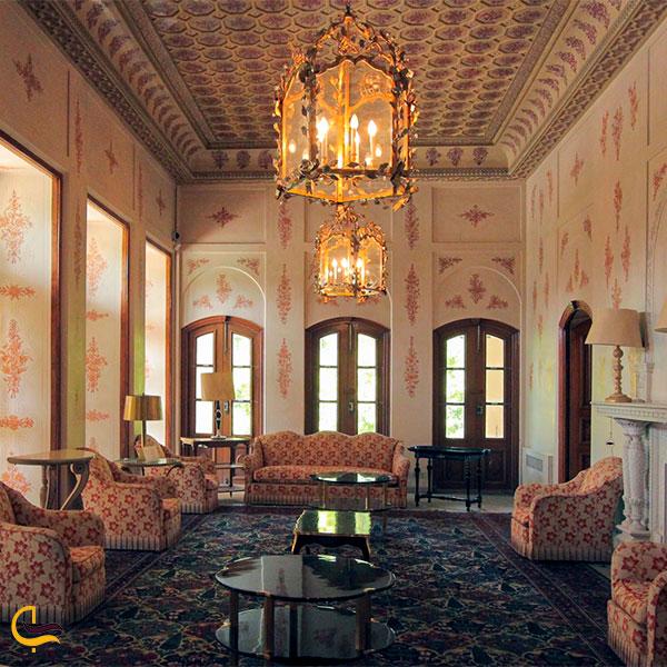 نمایی از سالن نشیمن عمارت