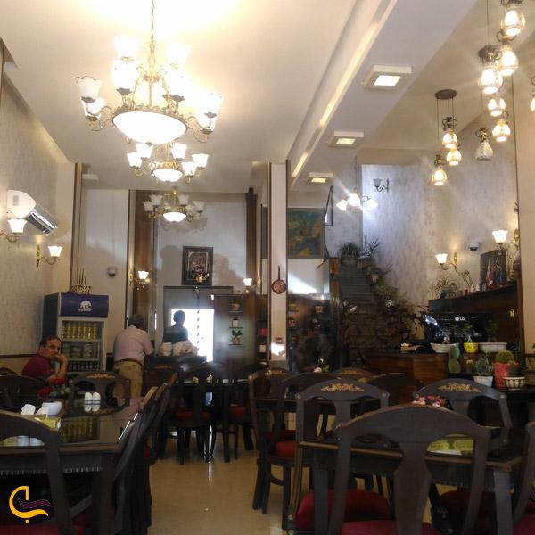 تصویری از محیط رستوران سنتی ملاقه مشهد