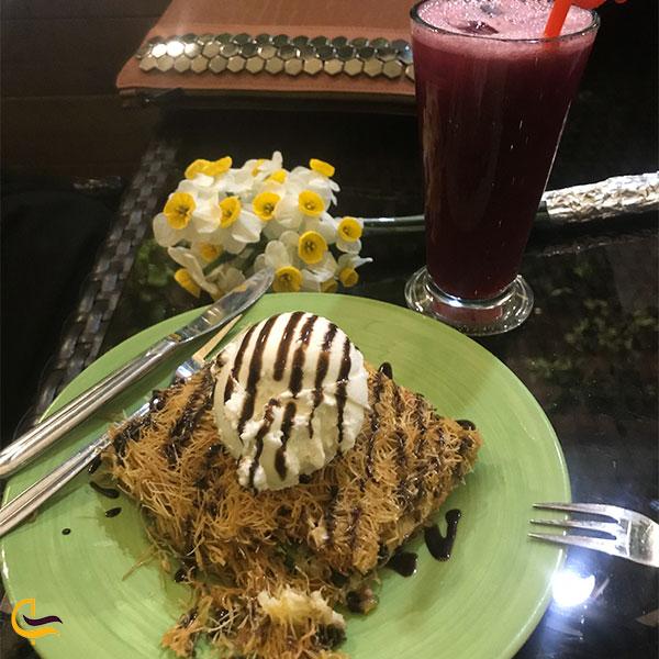 نمایی از کیک بستنی رستوران شاهکار