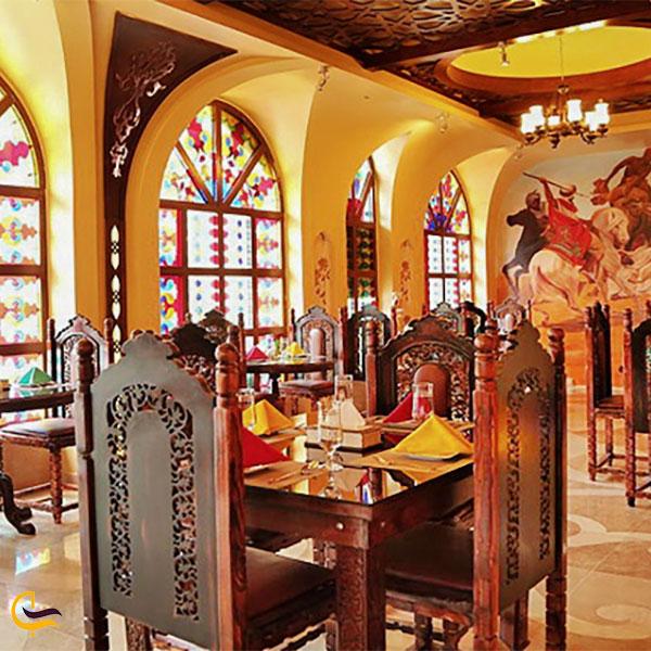 نمایی از رستوران موژان