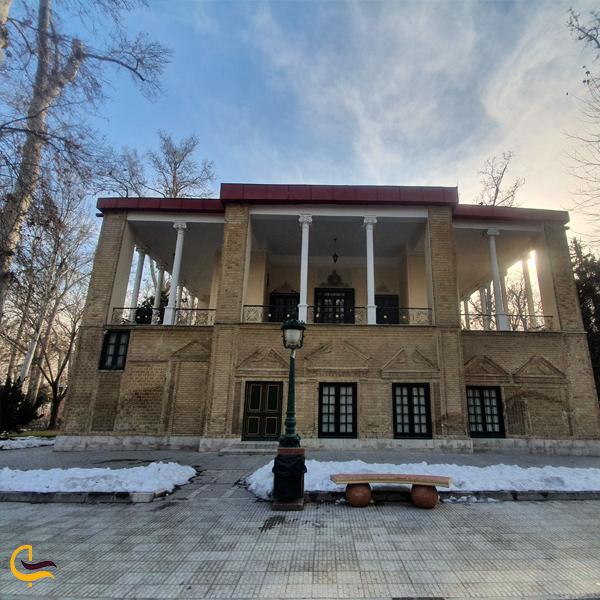 تصویری از محیط بیرون کاخ نیاوران تهران