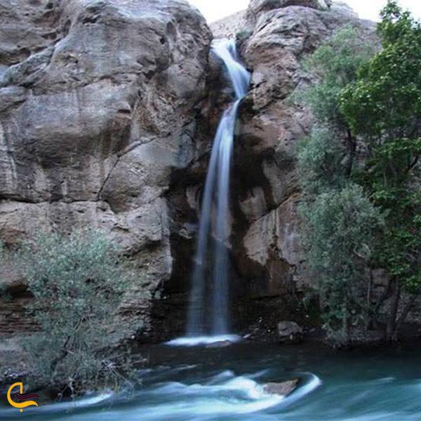 نمایی از آبشار نوجان