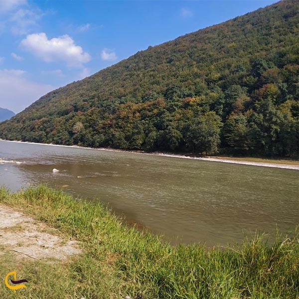 تصویری از طبیعت بکر رودخانه سفید رود