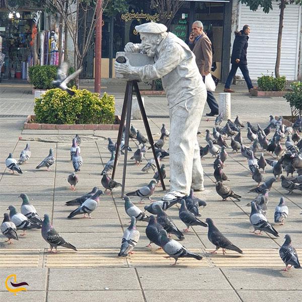 نمایی از مجسمههای اطراف میدان شهرداری