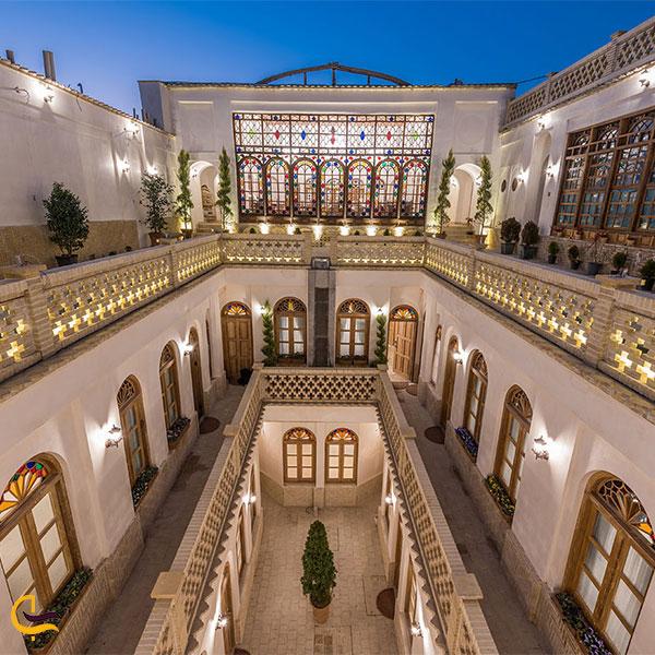 نمایی از هتل قصر منشی