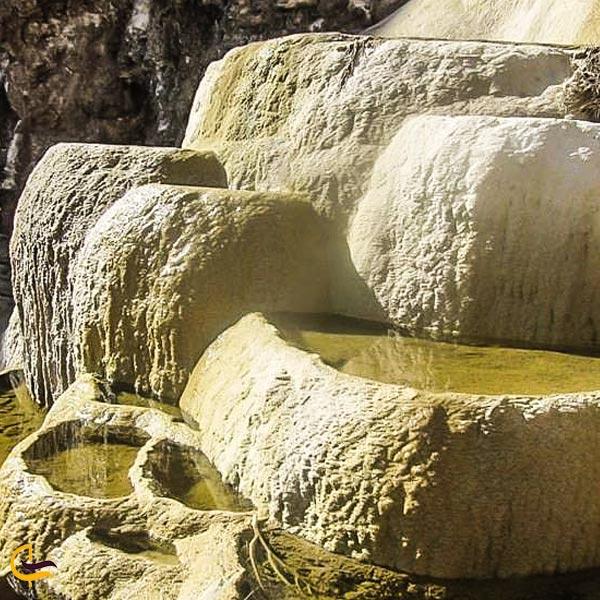 تصویری از آبشار آب ترش ندوشن