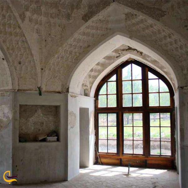 نمایی از فضای داخلی برج خلعت پوشان