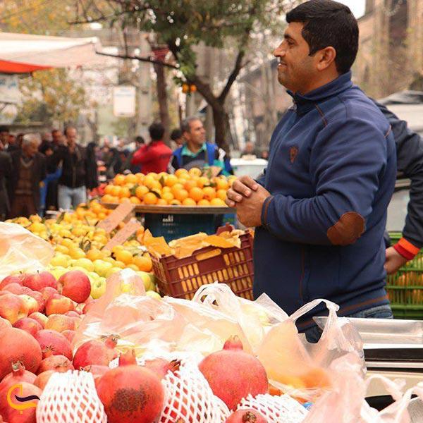 نمایی از میوه فروشان بازارهای هفتگی آستانه اشرفیه