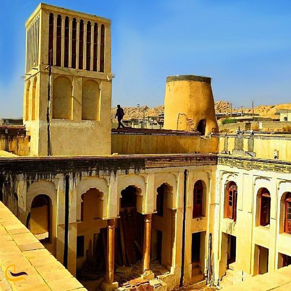 نمایی از بادگیر قلعه نصوری سیراف