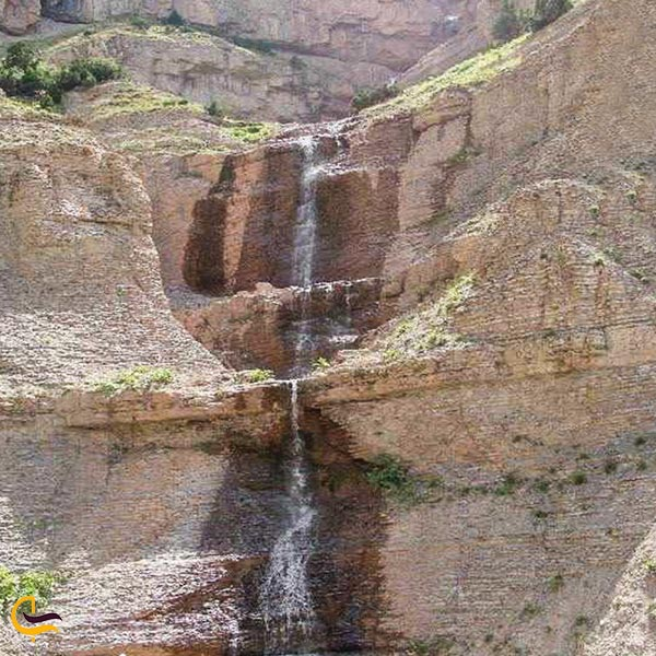 نمایی از آبشار زوسیا درگز