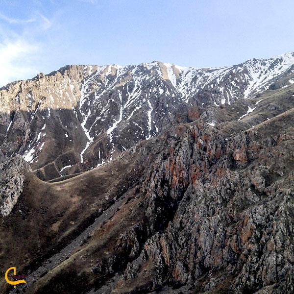 نمایی از کوه چرکین
