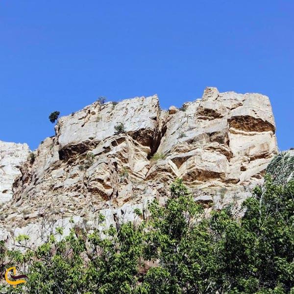 نمایی از غارهای اسفیدان شیروان