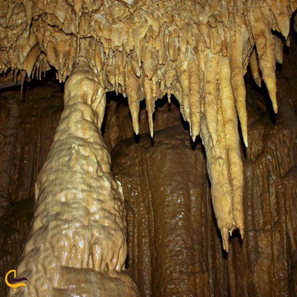 نمایی از داخل غار قلعه کرد قزوین