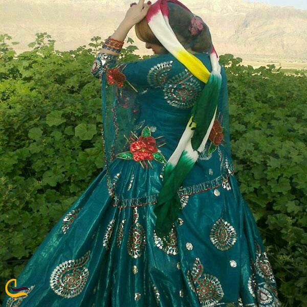 نمایی از لباس محلی داراب