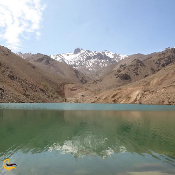 نمایی از کوه و درساچه روستای نقوسان