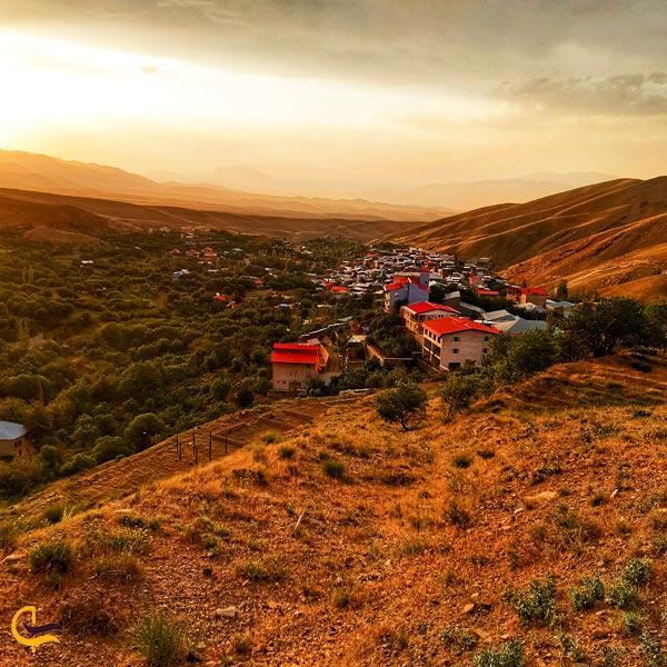 نمایی از طبیعت و خانه های روستای نقوسان