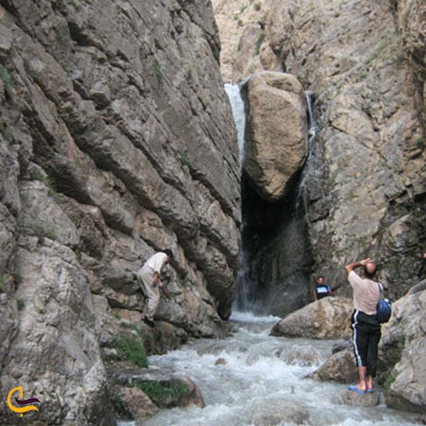 نمایی از آبشار تنگه نمک
