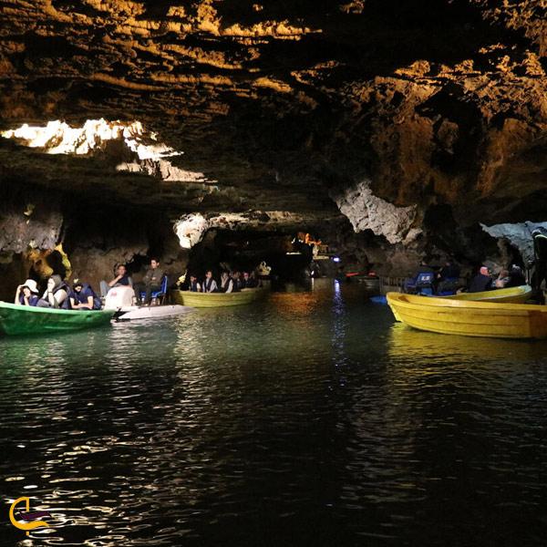 تصویری از قایق سواری در غار علی صدر