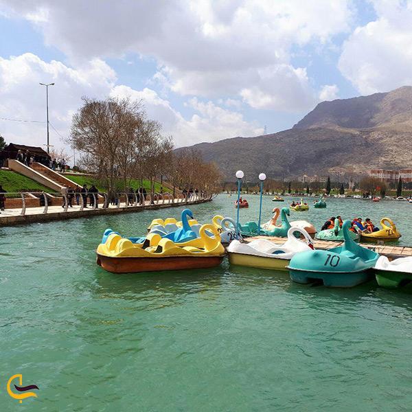 قایق سواری در دریاچه طبیعی کیو در لرستان