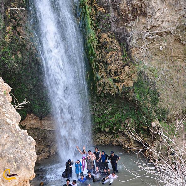نمای نزدیک آبشار آبگرم کلات نادری مشهد