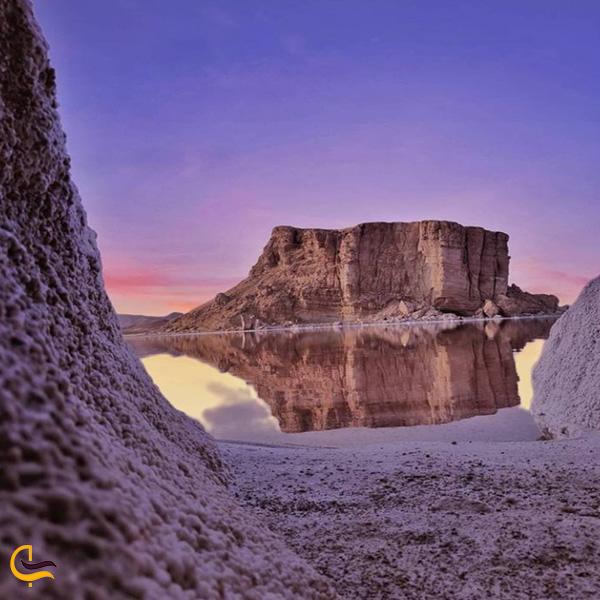 تصویری از جزیره شاهی دریاچه ارومیه