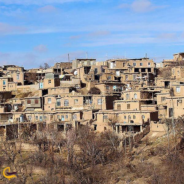 نمایی از روستای ایور