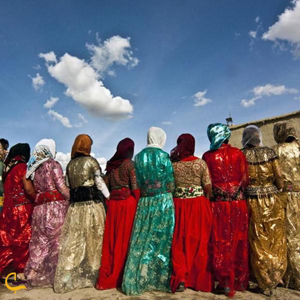 تصویری از رقص زنان کرد