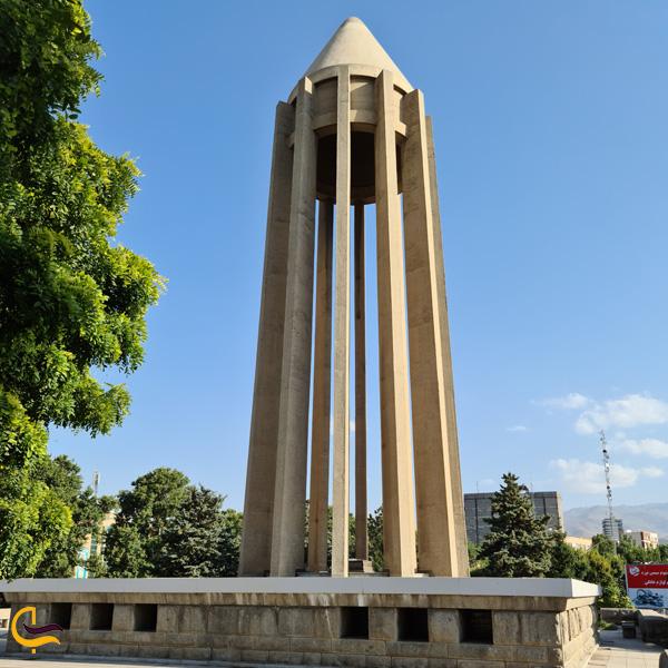 تصویری از آرامگاه ابوعلی سینا همدان