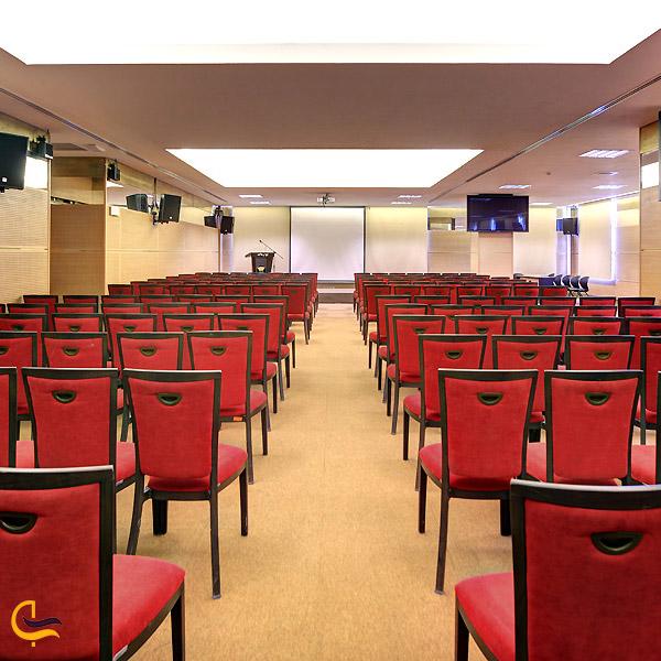 نمایی از اتاق همایش برج میلاد