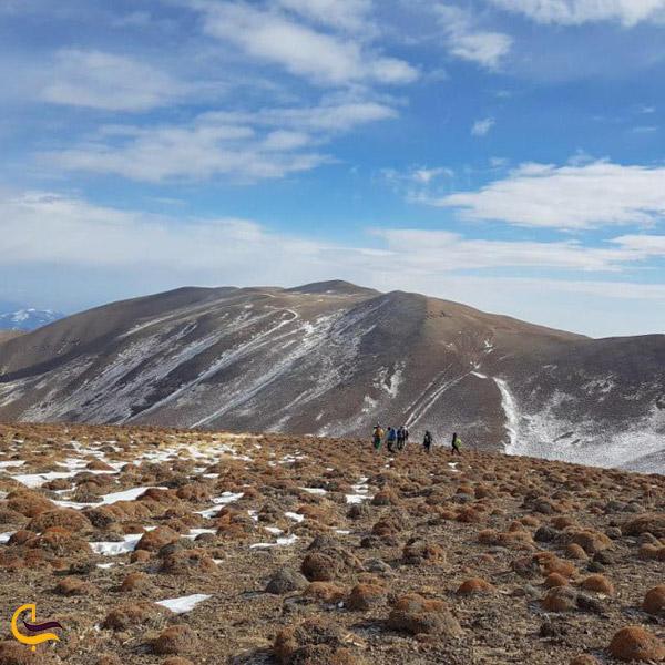 تصویری از قله نیزوا