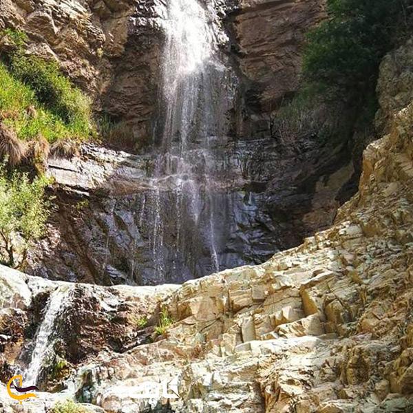 تصویر از نمای روبرو آبشار لت مال تهران