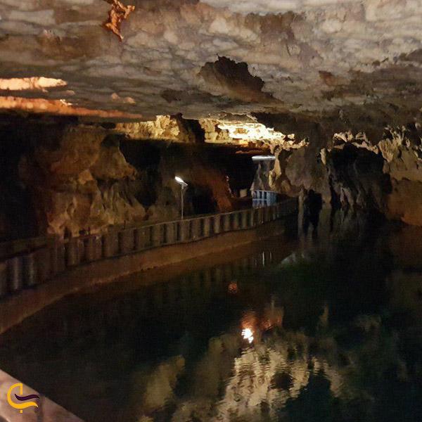 تصویری از آّ دریاچه بزرگ غار علی صدر