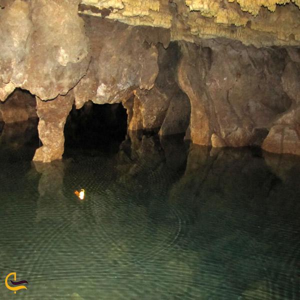 تصویری از دریاچه بزرگ غار علی صدر