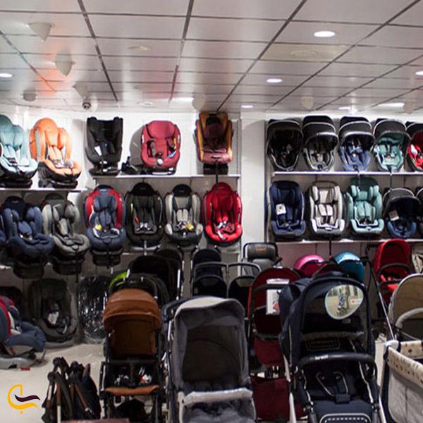 تصویری از مرکز خرید در خیابان بهار