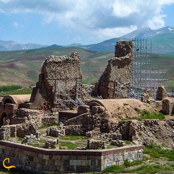 تصویری از بناهای تاریخی تخت سلیمان