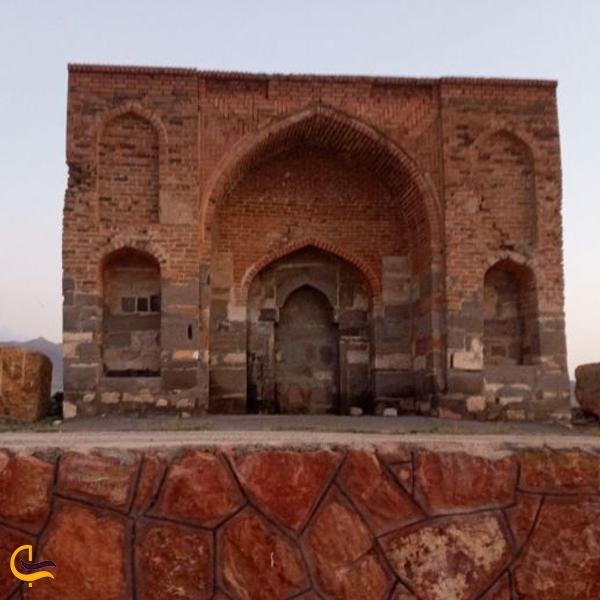 نمایی رو به رو از تپه ی مصلی آذرشهر