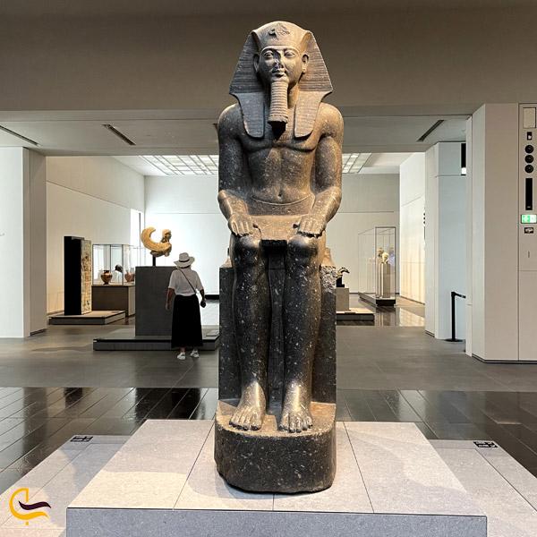 تصویری از مجسمه در موزه لوور ابوظبی دبی