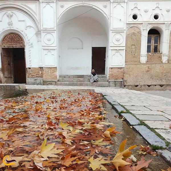 حیاط اندرونی عمارت خسروآباد