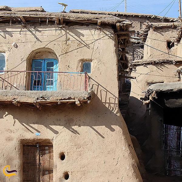 نمایی از بافت قدیمی روستای ایور