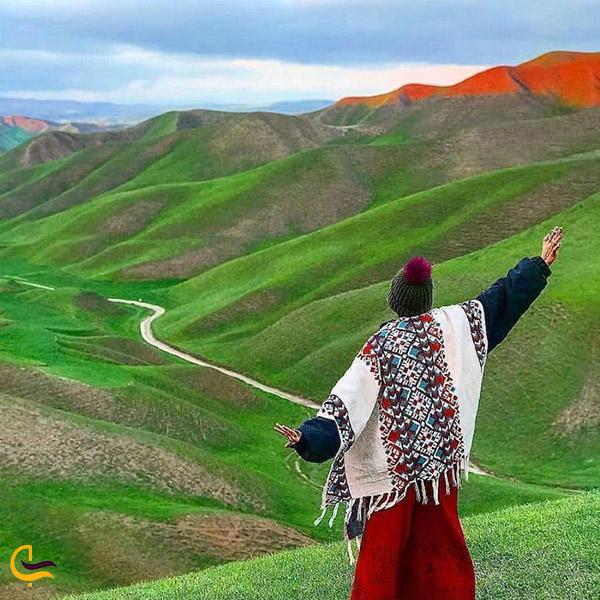 نمایی ازتپه ماهورهای هزار دره ترکمن صحرا