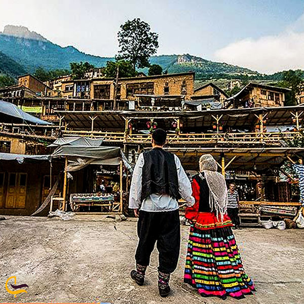 تصویری از پوشش سنتی مردم روستای ماسوله