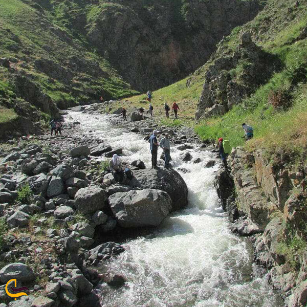نمایی از طبیعت سرسبز آبشار گور گورخیاوچای