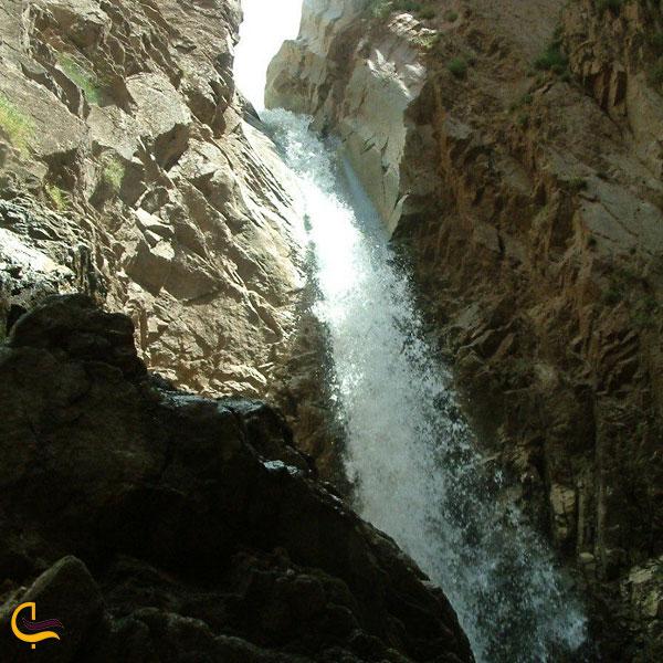 تصویری از آبشار پیر بالا در مرند