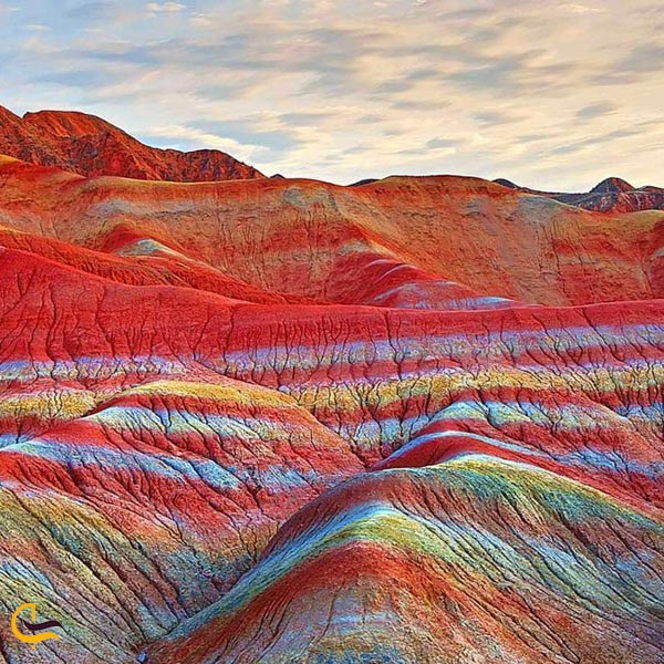 تصویری از کوه های رنگی آلاداغ