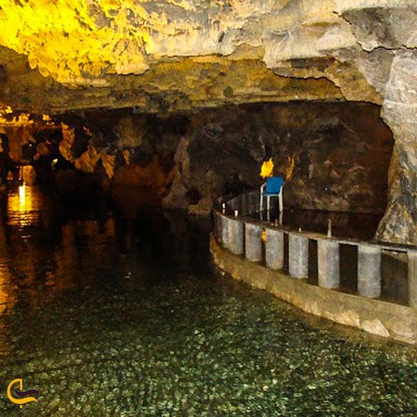 تصویری از آبهای غار علی صدر