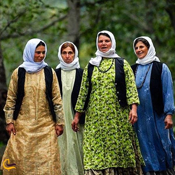 تصویری از لباس محلی طالقان