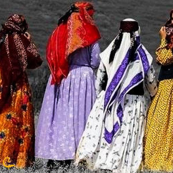 تصویری از لباس محلی مردمان آذربایجان غربی
